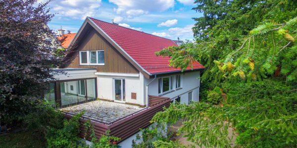 Gepflegtes Anwesen mit freistehendem Einfamilienhaus in Stuttgart-Riedenberg zu verkaufen!